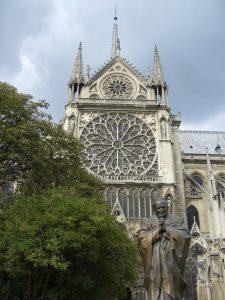 Eine der größten Rosetten Europas. Nein, nicht der Papst! (Notre Dame)