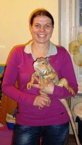 Barbara Glatz mit Janosch, dem Leguan