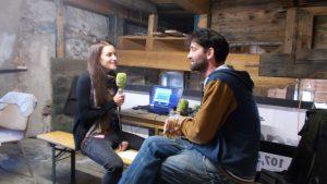 schon lange Tradition: Romana interviewt Rüdiger, Initiator und Organisator der Schmiede
