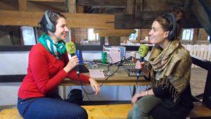 Für Larissa (links) und Romana (rechts) ist die Schmiede jedes Jahr eines der Highlights unter den Magazin-Außeneinsätzen