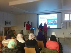 Dr. Ibrahim Hassan und die Gesundheitslotsinnen Asha und Halimo