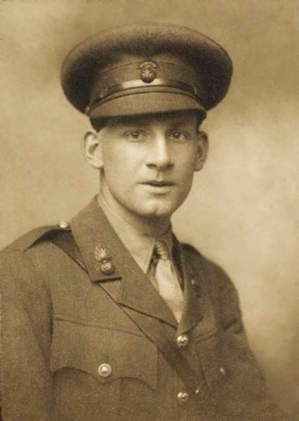 Siegfried_Sassoon_by_George_Charles_Beresford_(1915)
