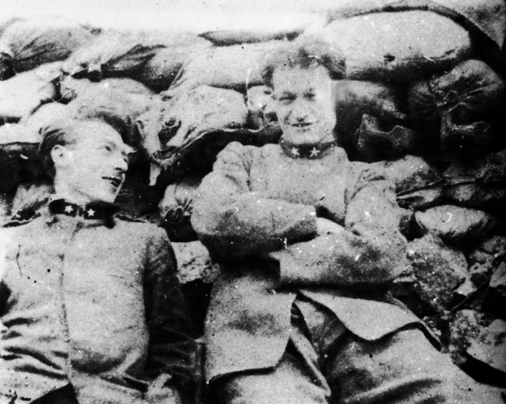 Ungaretti in the trenches (on the left) - giordanicaserta.it
