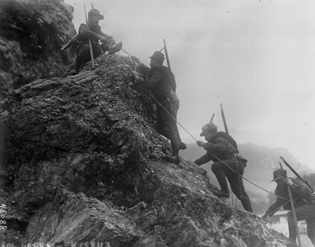 Italian Alpini in 1915 (Bibliothèque Nationale de France)